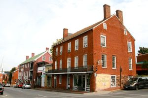 After a destructive fire in the 1790s, brick Federal style commercial buildings became popular in Lexington. Photo credit: Cville dog via Wikimedia Commons